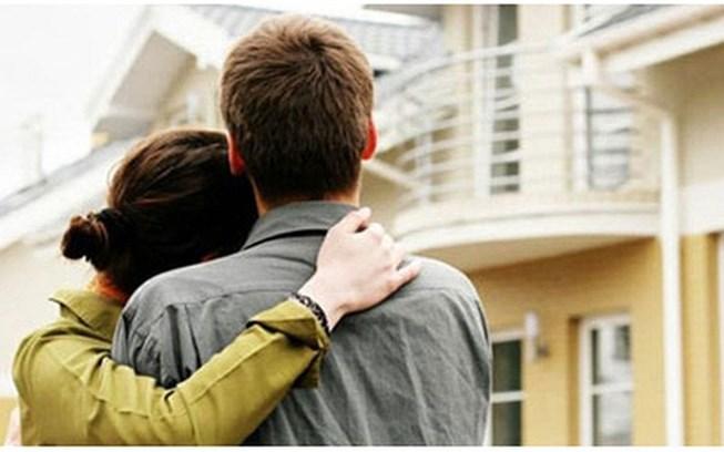 Sổ đỏ ghi tên cả hai vợ chồng nếu đất đai là tài sản chung và không có thỏa thuận khác