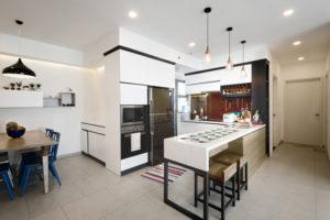 Do diện tích phòng khách quá nhiều nên không gian bếp ăn có phần khiêm tốn.