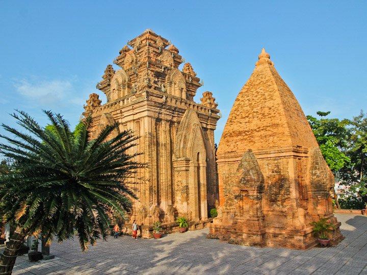 Khu di tích Tháp Bà Ponagar - điểm du lịch hấp dẫn Nha Trang.