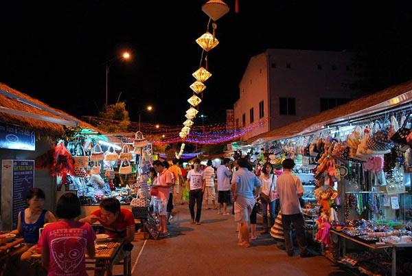 Phố đi bộ và chợ đêm - Điểm du lịch hấp dẫn Nha Trang.