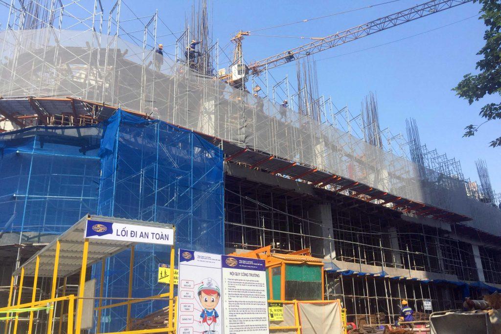 Dự án đang được triển khai hết sức khẩn trương với số lượng công nhân đông đảo