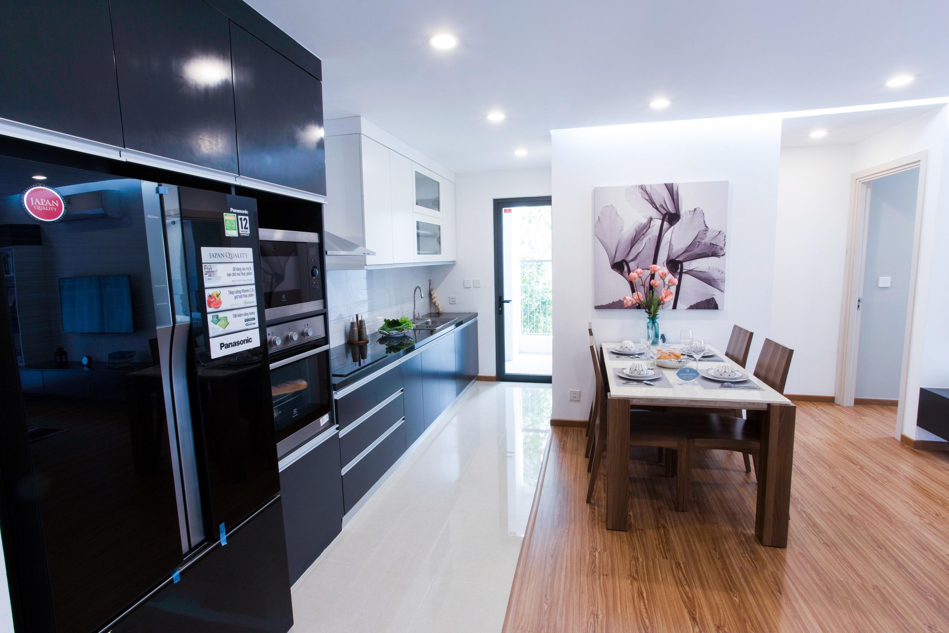 Khu vực bếp có 1 logia nhỏ, đảm bảo thông thoáng cho khu vực bếp