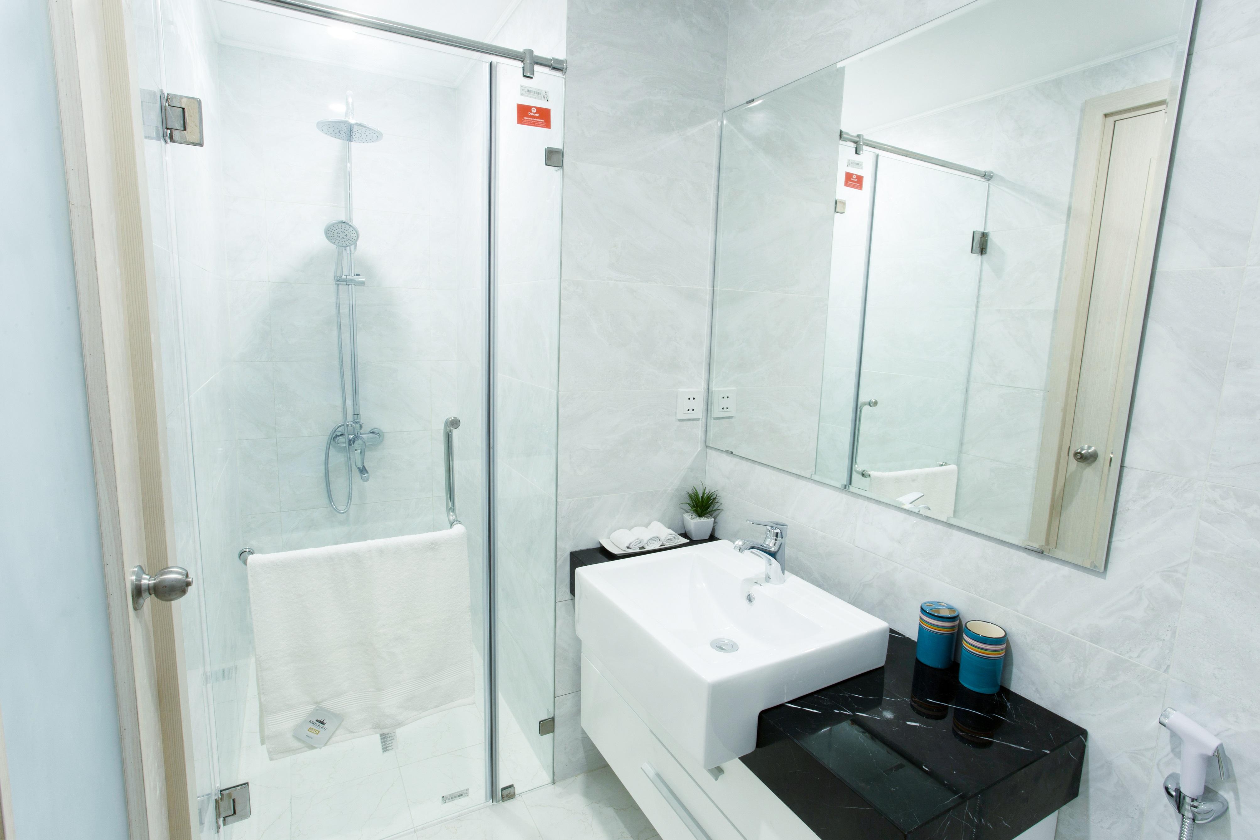 Phòng tắm được trang bị đầy đủ thiết bị
