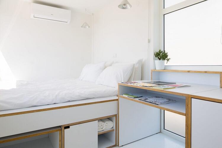 Giường ngủ được thiết kế 2 trong 1, tạo sự thoáng đãng cho không gian phòng