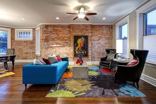 Trang trí phòng khách đẹp với thảm trang trí, giấy dán tường, tường thạch cao giả vân gạch ...