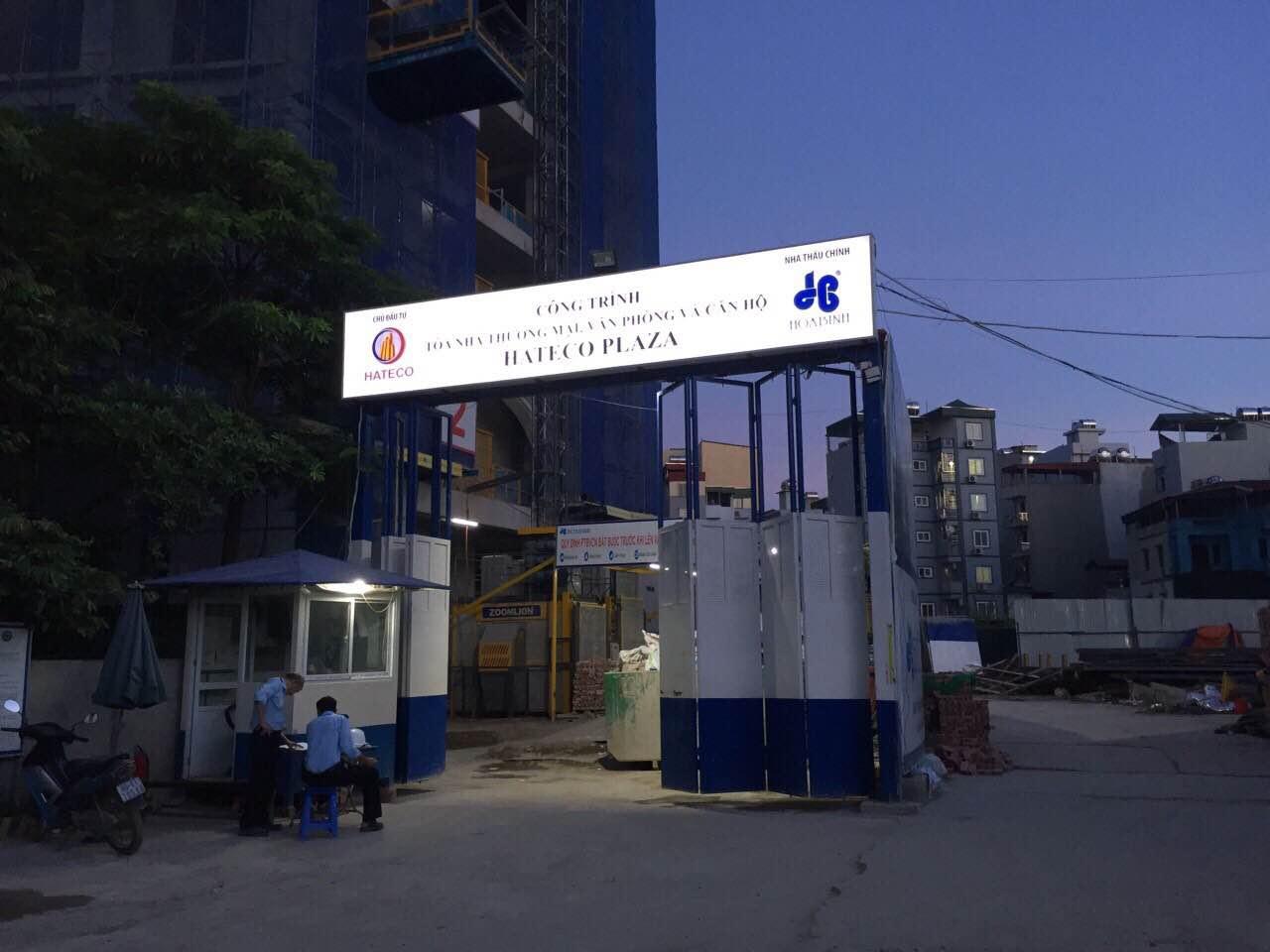 Cổng dự án Hateco Plaza tại lô đất 4A Láng Thượng, Đống Đa, Hà Nội