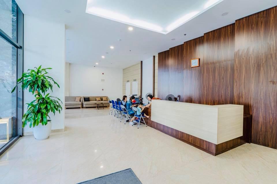Bên trong sảnh tiếp khách sang trọng tại tòa HH2 FLC Garden City. Đây cũng nơi ban quản lý tòa nhà làm việc và hỗ trợ cộng đồng dân cư